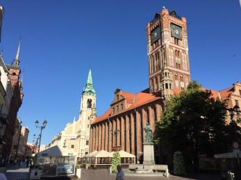 Torun city hall with the Copernicus monument