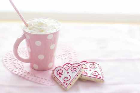 Pink mug and heart-shaped cookie | neveralonemom.com