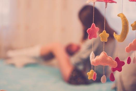 How to save money as a pregnant single mom   neveralonemom.com