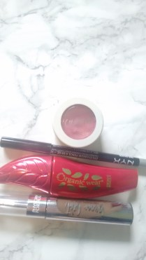 Eye makeup |neveralonemom.com