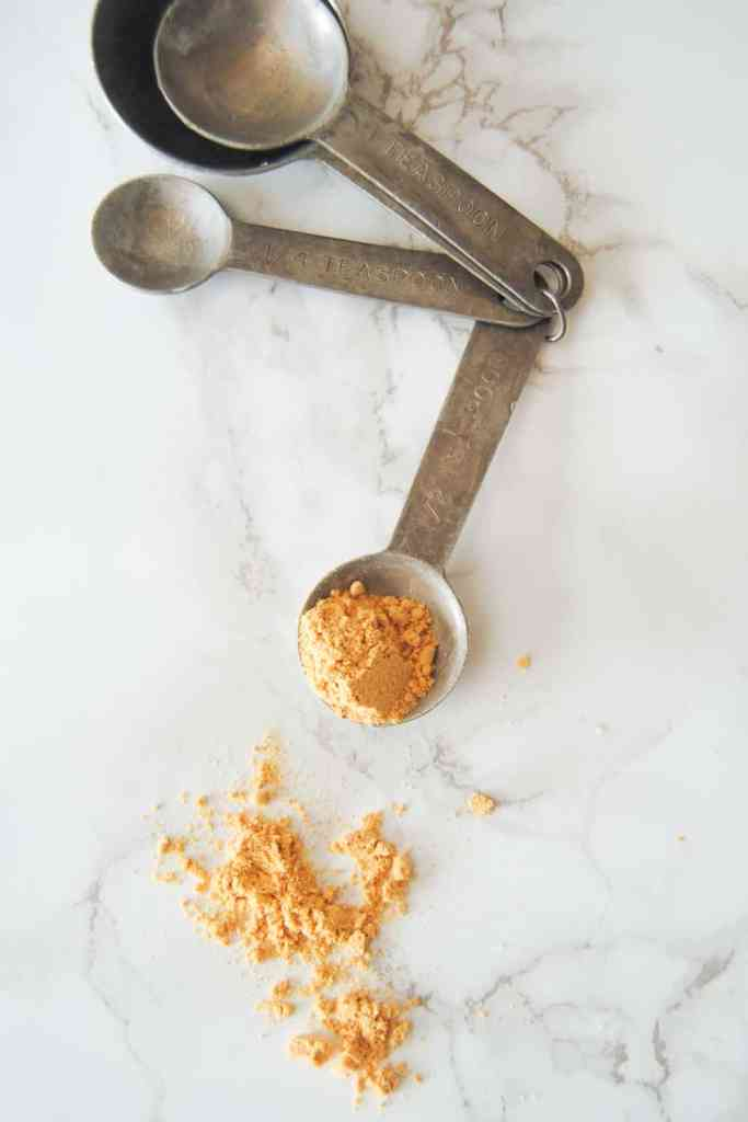 ground ginger in measuring spoon