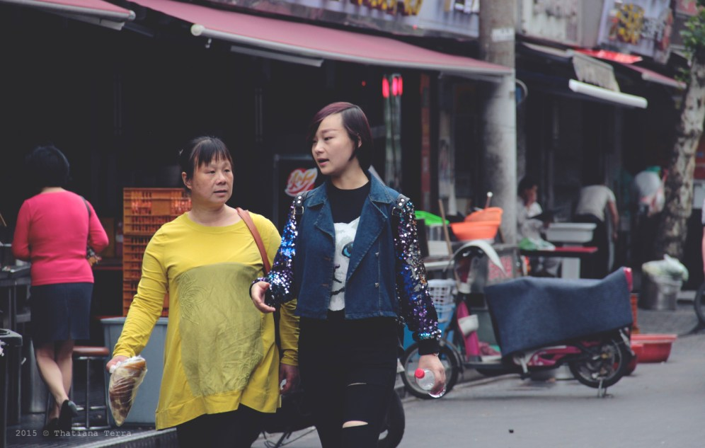 China: People watching at the Old Town, Shanghai (2)