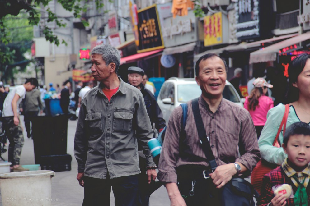 China: People watching at the Old Town, Shanghai (7)