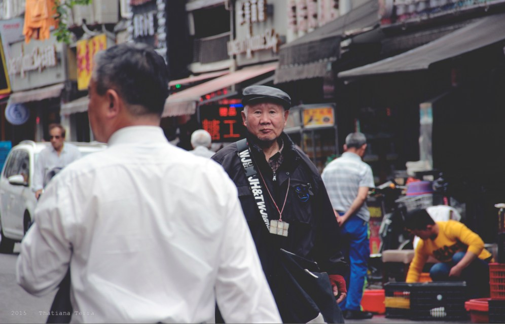 China: People watching at the Old Town, Shanghai (8)