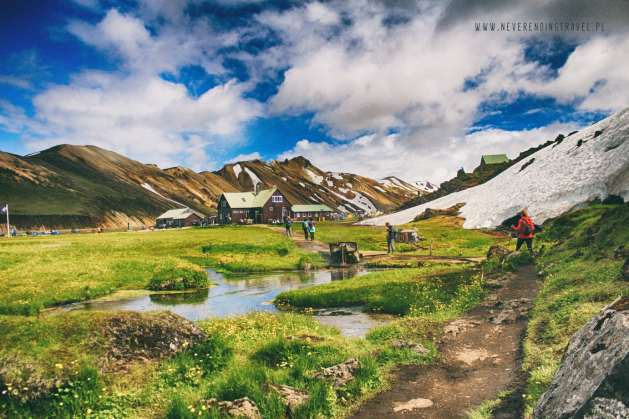 Landmannalaugar - camping w słońcu