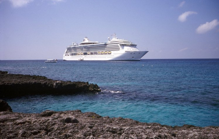 cruise-ship-1403462-1278x812