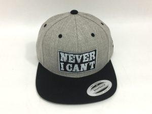 Gorra de moda Never I Can't gris y negra parche negro letras plata1