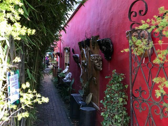 Secret Garden Passageway | nevertooldtotravel.com | Gary House