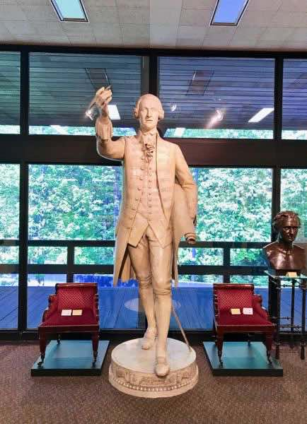 Tuscaloosa Museum of Art John Hancock Statue | nevertooldtotravel.com | Gary House