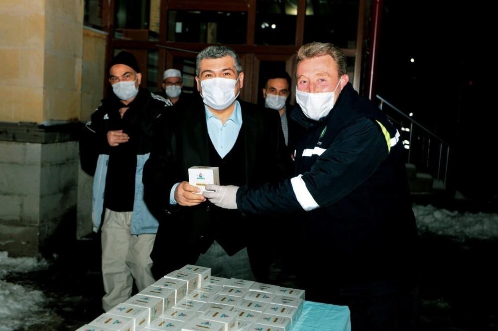 Nevşehir Belediyesi, vatandaşlara kandil simidi ikram etti
