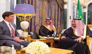 بالصور.. خادم الحرمين الشريفين يستقبل وزير الدفاع الأمريكي