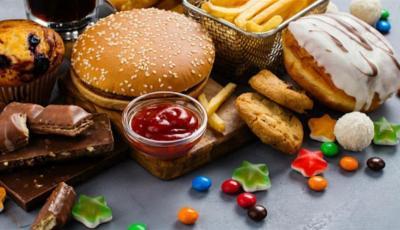 تزيد خطر الإصابة بالسكري.. دراسة حديثة: تنصح بتجنب تناول الأطعمة المصنعة