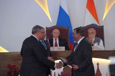 Essar group Ruia signing oil deal in the presence of Modi (and Russian President Putin)