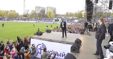 20 000 украинцев на стадионе в Днепре молились Богу о мире в Украине