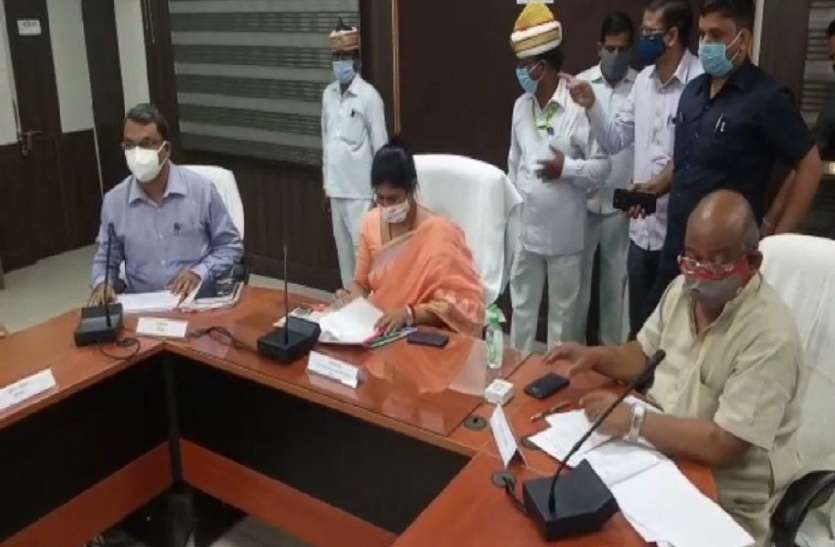 Minister Swati Singh's mercury climbed during review meeting of development works, reprimanded these officers fiercely