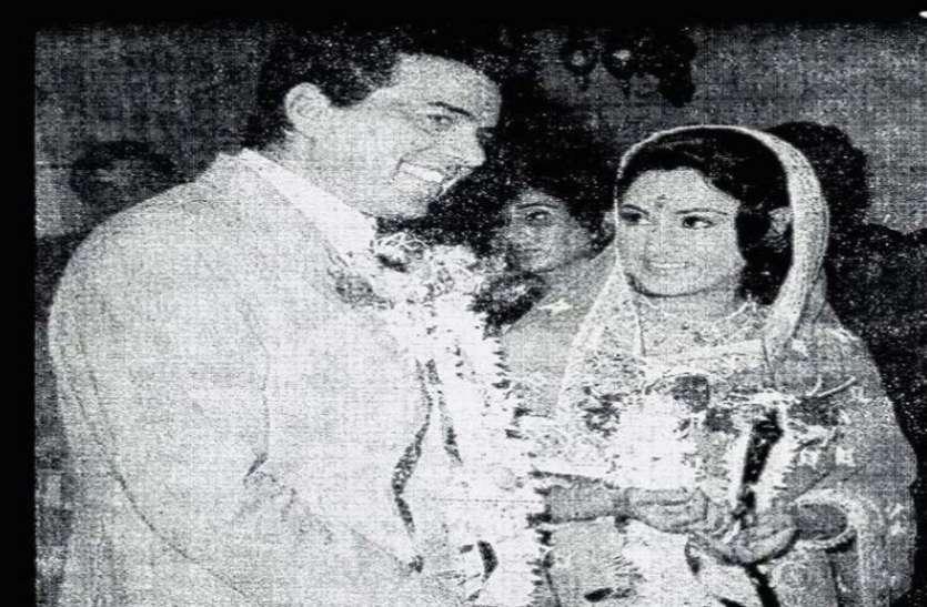 Dharmendra Shares Throwback Pic With Jaya Bachchan