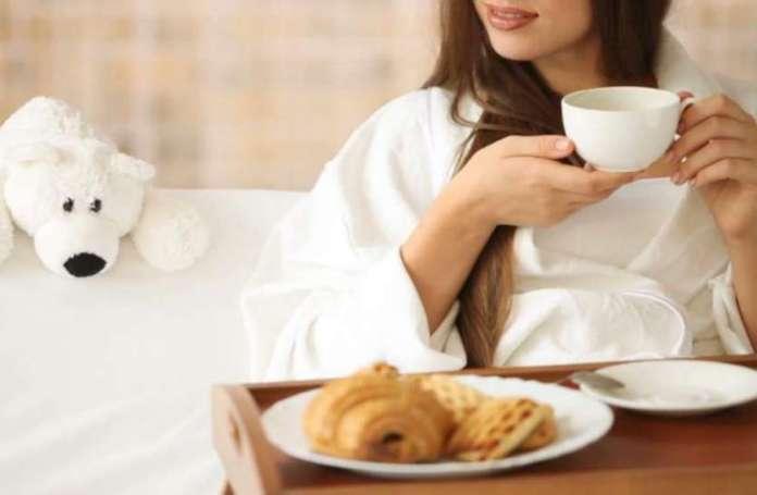 सुबह की बुरी आदतें: सुबह उठते ही न करें ये काम, शरीर को हो सकता है नुकसान