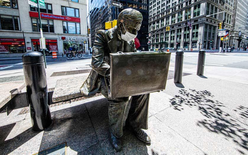New York Double Check Bronze Figur (Bild: Shutterstock)