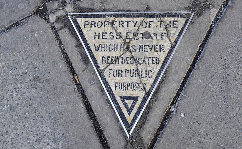 New York Hess Triangle (Bild: Wikicommons)