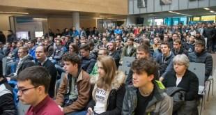 Slovenski študenti mlajši in bolj zaposleni