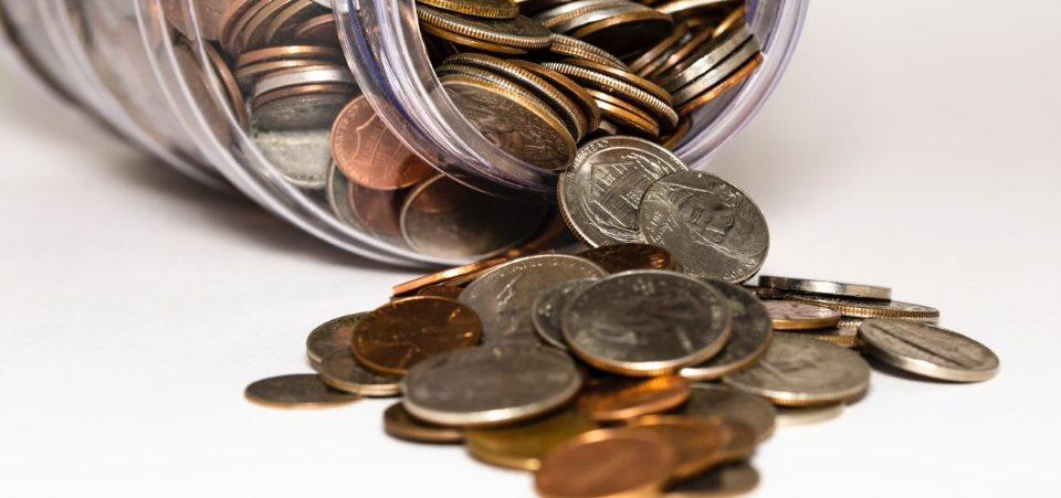 Kovanci v kozarcu