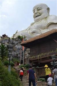 カム山の弥勒菩薩
