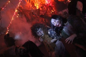 Queen Mary Dark Harbor 2011 two monsters