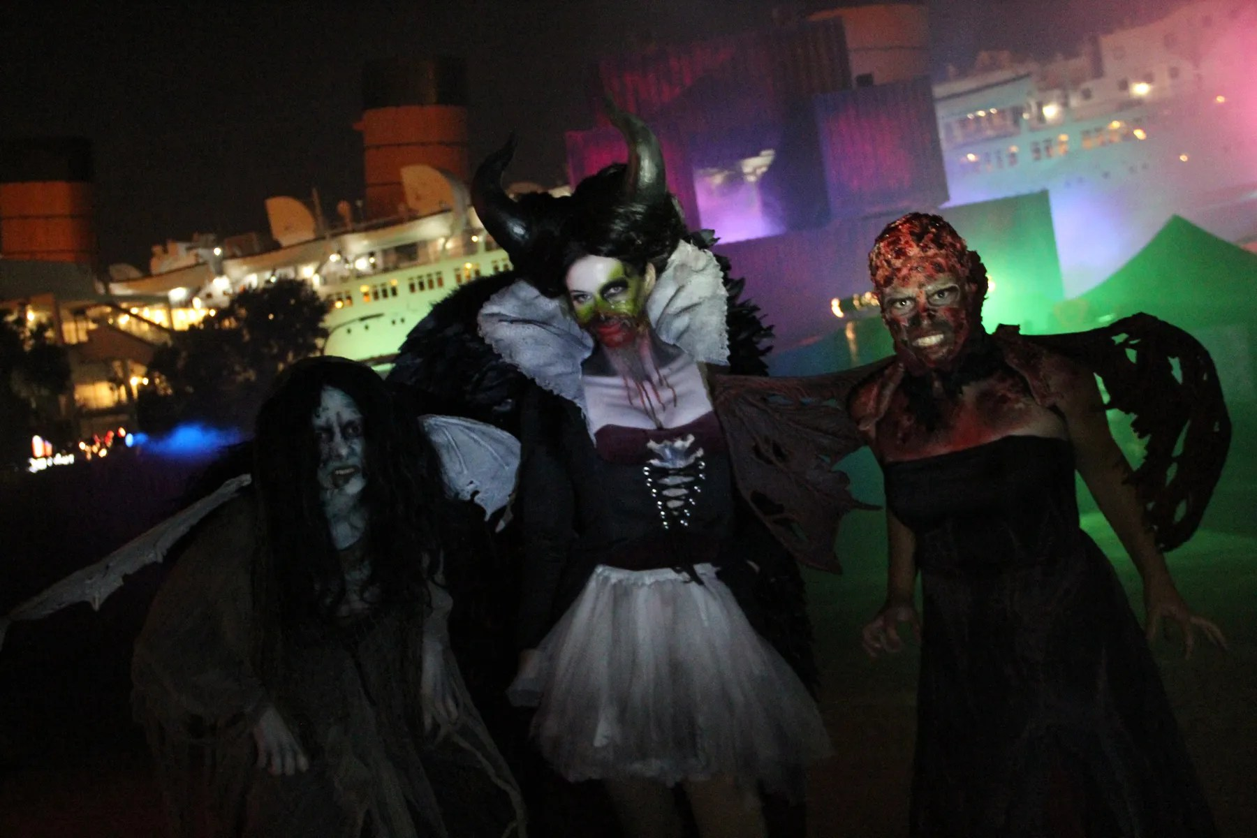 Queen Mary Dark Harbor | Hollywood Gothique