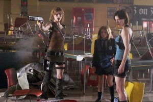 RESIDENT EVIL APOCALYPSE Milla Jovavich and Sienna Guillory