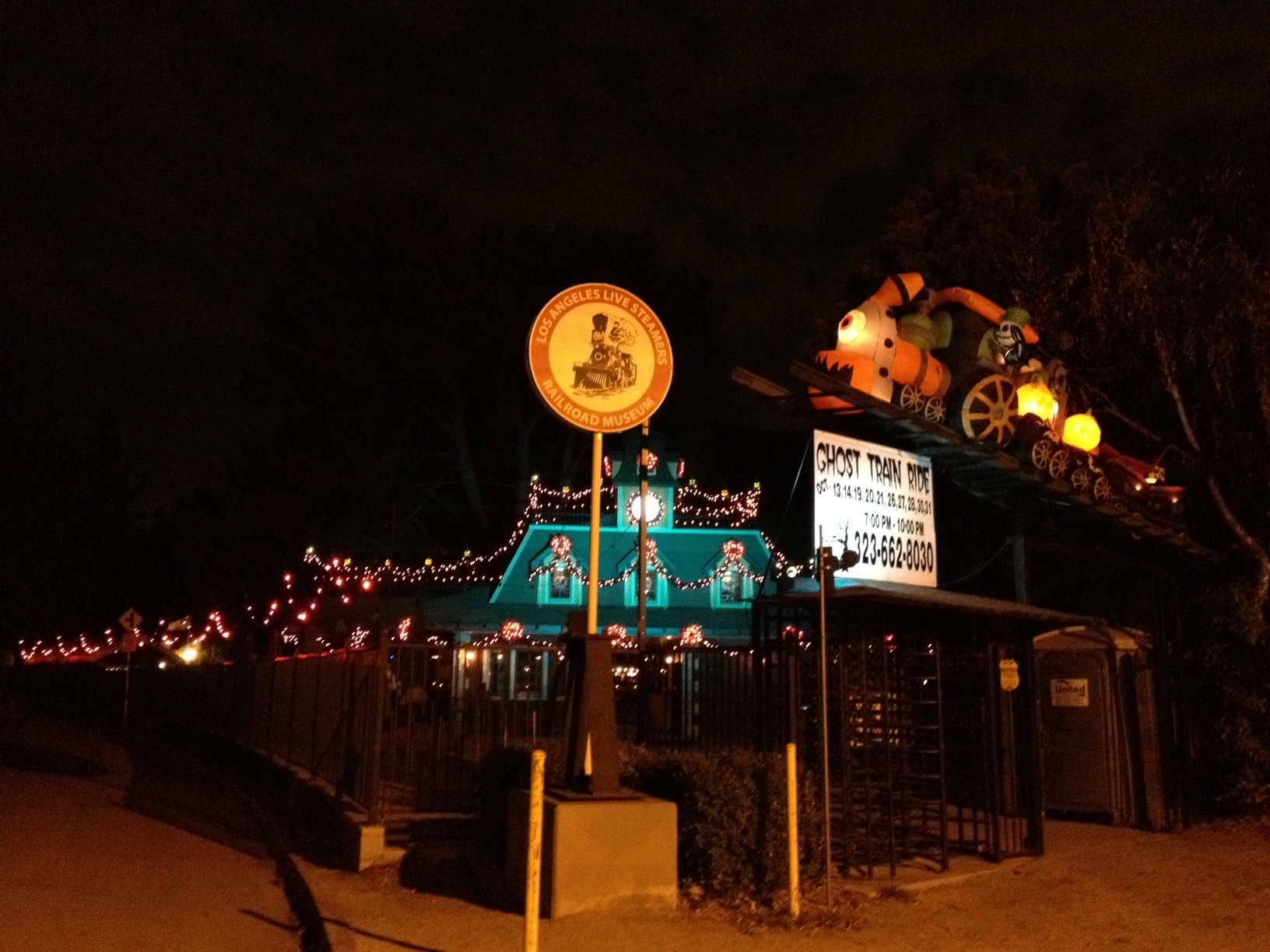 lals front gate - Frontgate Halloween