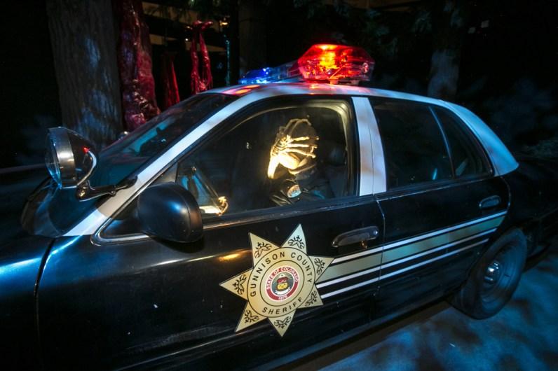Halloween Horror Nights 2015: Alien vs Predator cop with face hugger