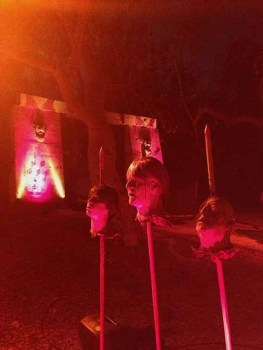 Singing heads outside the Hayride's gate. Photo copyright 2015 by Yuki Tanaka.