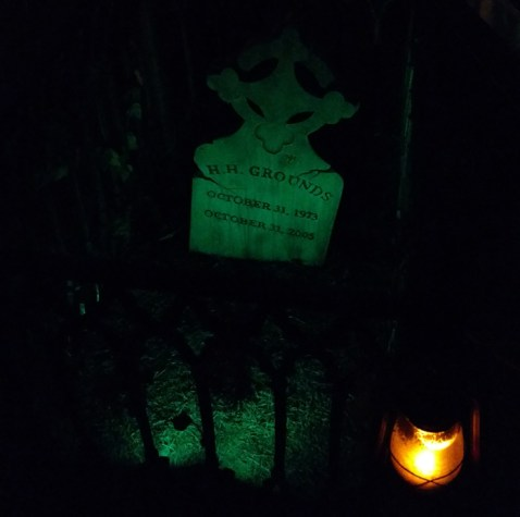 Tribute to the Haunting Grounds at Van Oaks Ceemtery (photo by Warren So)