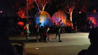 Queen Mary Dark Harbor 2017 Slider Alley