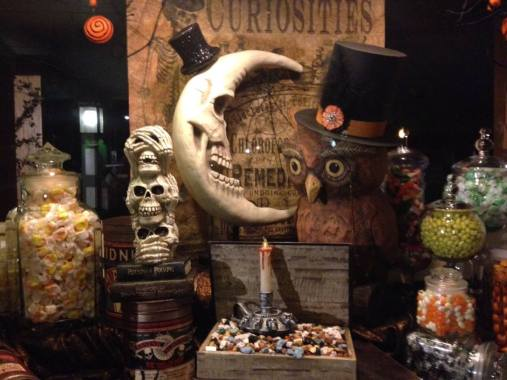 Knotts Scary Farm 2017 window display