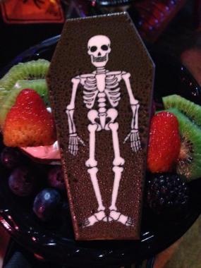 Knotts Scary Farm 2017 press buffet coffin dessert