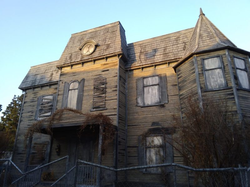 Warner Brothers Studio Tour Horror Made Here Halloween 2017 Neibolt facade