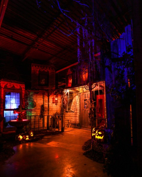 Reign of Terror Haunted House 2017 Review: Victorian Mansion facade