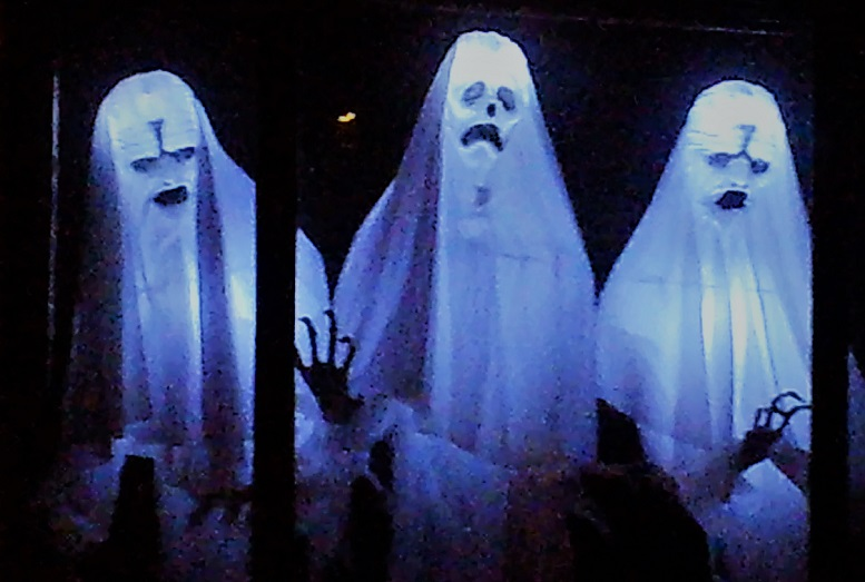 Spooky Saloma 2018 window ghosts