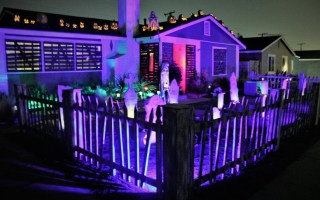 Hull House 2018 front yard