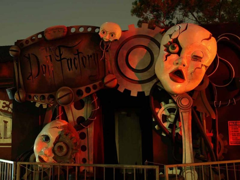 Knott's Halloween Haunt Doll Factory entrance