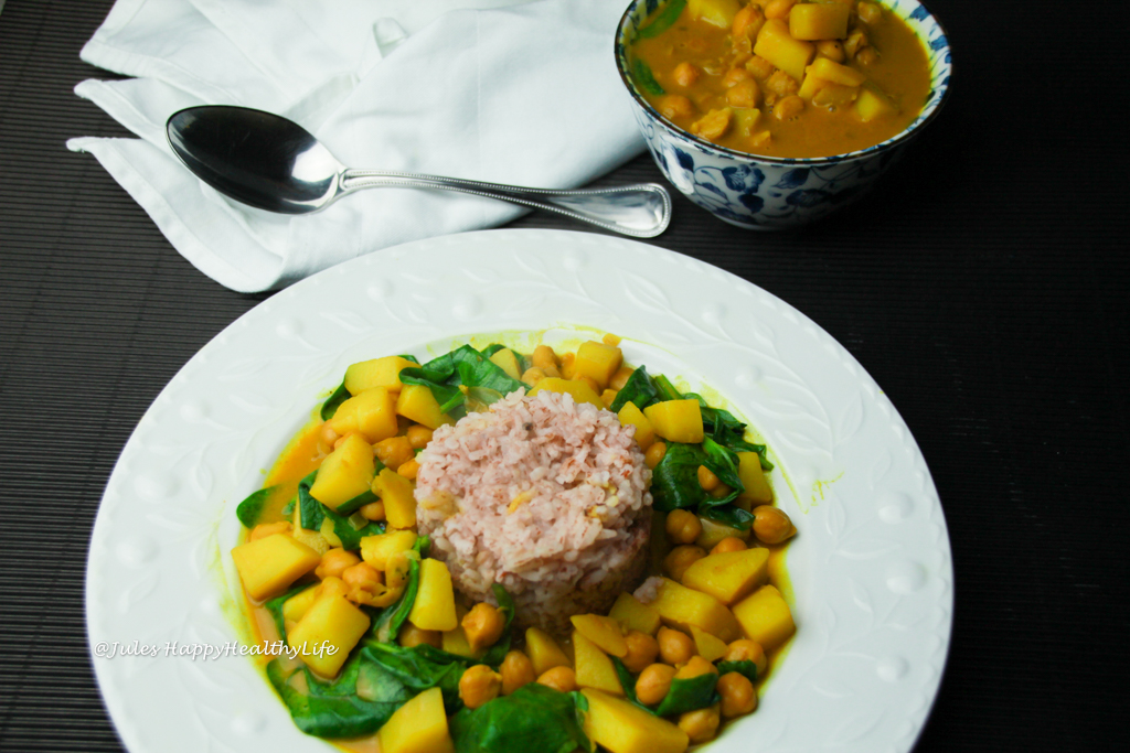 Schnelles veganes Gericht - Kurkuma Kichererbsen Curry mit Spinat und Kartoffeln
