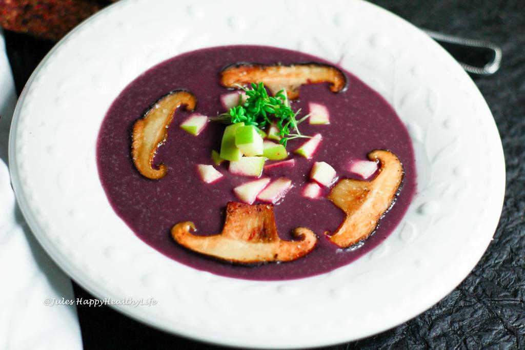 Einfaches und schnelles Rezept für vegane Rotkohl Suppe