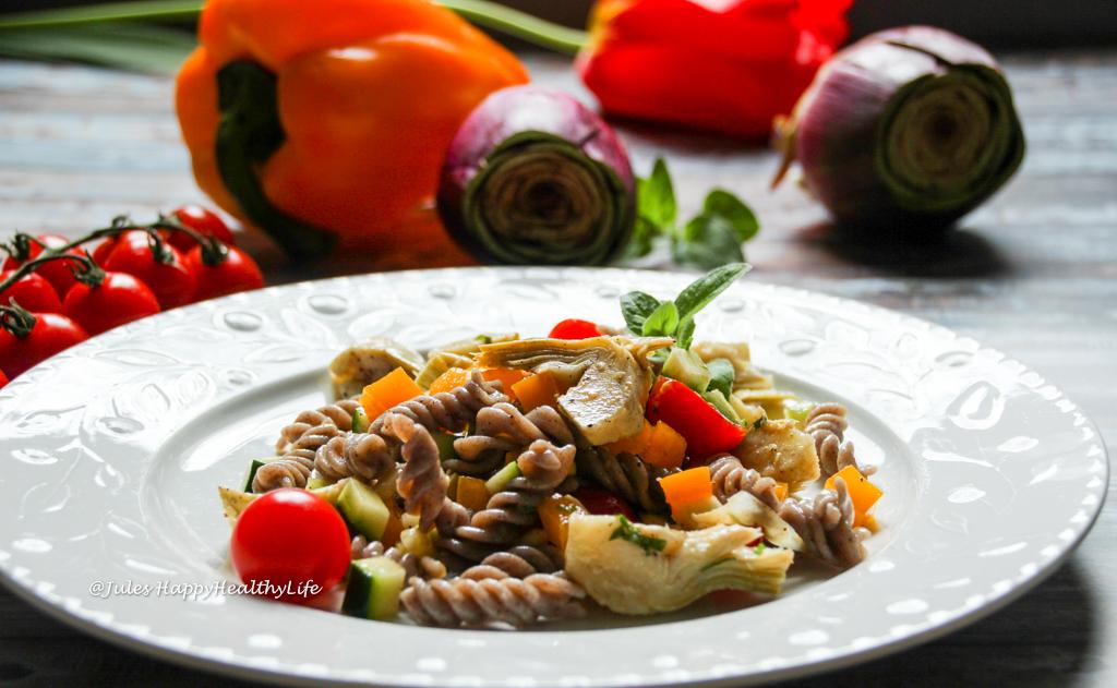 Schnelles veganes und glutenfreies Hauptgericht im Sommer - Italienischer Pasta Salat