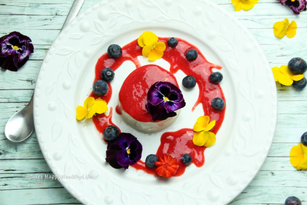 laktosefreies Dessert, natürlich glutenfrei - Veganes Kokosnuss Panna Cotta mit Erdbeersoße