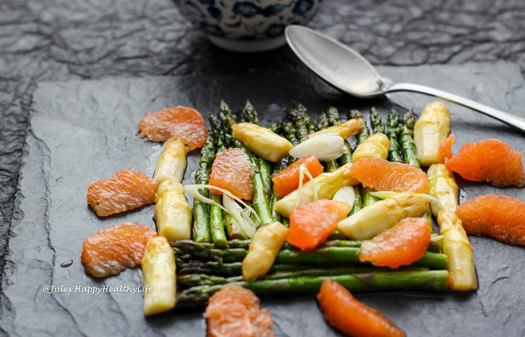 Komposition aus Aromen Spargel Grapefruit Salat glutenfrei und vegan