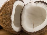 Coconut_halved