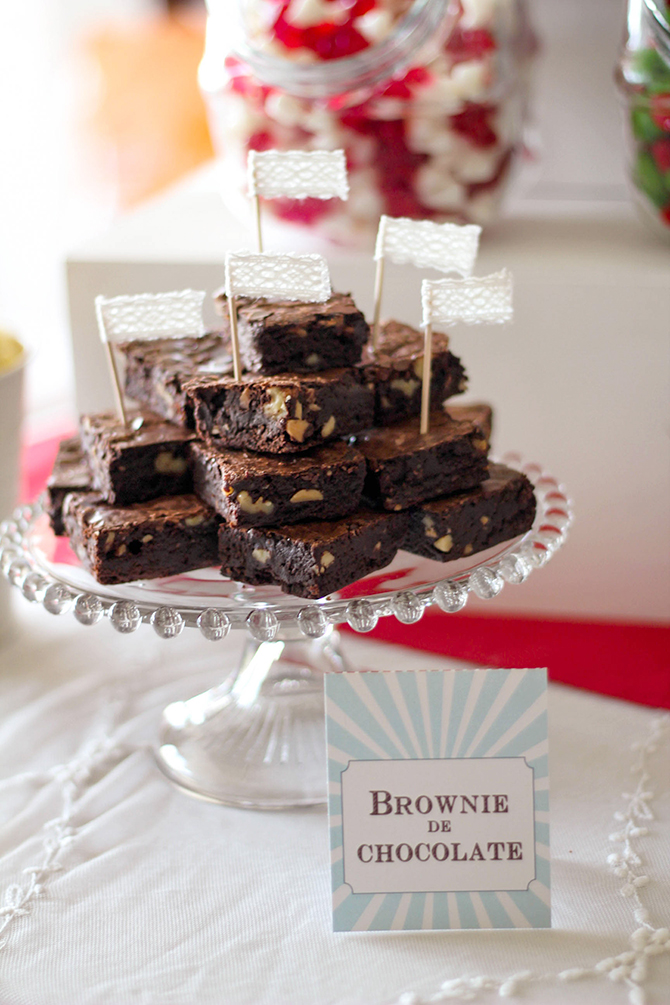 Nice Party cumpleaños Mary Poppins mesa de dulces brownie chocolate