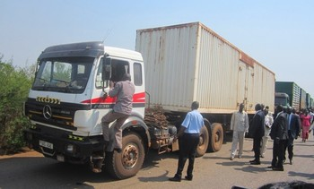 Photo: A truck carrying food arrives in Juba in 2015. (Radio Tamazuj)
