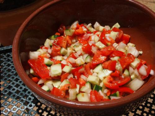 Salada de tomate pimento vermelho e pepino